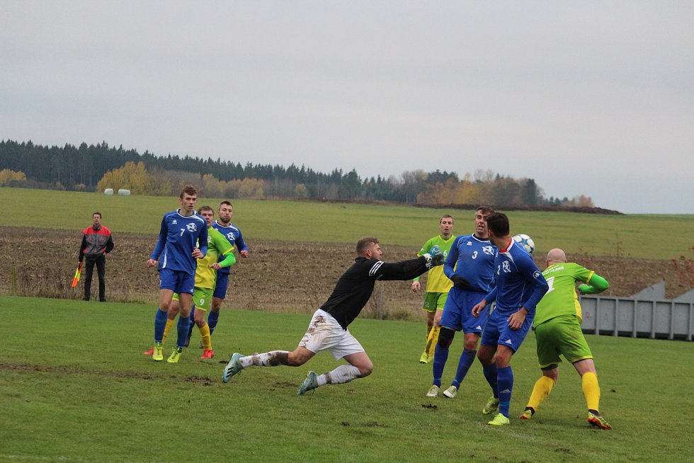 Bránil i skóroval. Gólman Chodského Újezdu Jiří Čepelák nejen chytal šance soupeřů, ale dal i gól z penalty.
