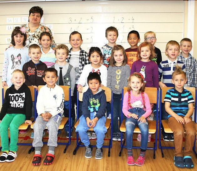 Žáci 1.třídy Základní školy Přimda  střídní učitelkou Magdalénou Kálalovou