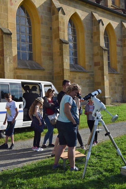 Návštěvníci kladrubského kláštera pozorovali slunce i hvězdy