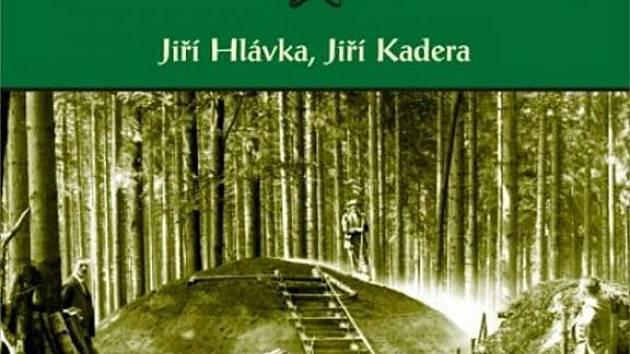 Titulní obal knihy Historie železářství a uhlířství v Českém lese od autorské dvojice Jiřího Hlávky a Jiřího Kadery.