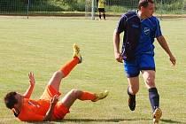 Fotbal: Ve 26. kole druhé třídy padlo jen 30 branek, arbitři napomínali 28 hráčů a dva vyloučili.