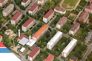 V Tachově bylo loni dokončeno a předáno deset bytů. Letos se jich začne stavět mnohem více, dokončeny budou ale až příští rok. Letecký snímek zachycuje tachovské sídliště Západ.
