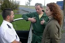 Spory mezi manželi musí policisté řešit velice často. V případech, kdy hádky přerostou ve fyzickou potyčku, může policie násilníka vykázat ze společné domácnosti až na deset dní.