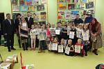 Rytíři řádu čtenářského - pasování prvňáčků v Rokycanské knihovně.