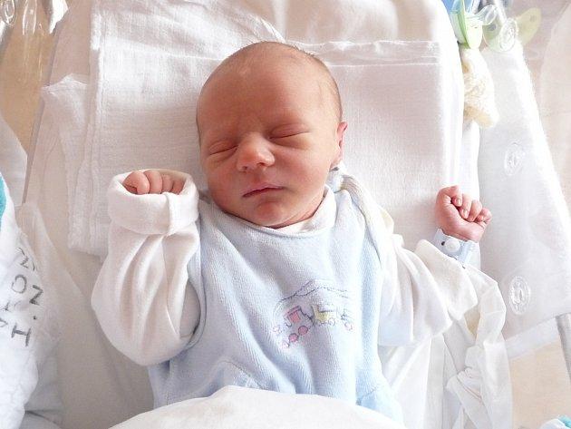 Samuel (3,06 kg, 49 cm) se narodil 7. února v 00:04 ve FN v Plzni. Z jeho příchodu na svět se radují rodiče Petra a Libor Bodišovi z Kostelce. Doma se na brášku těší Sára (2,5).
