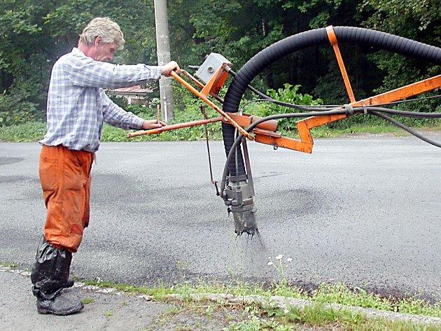 Silničáři by měli letos opravit dvě silnice, a to z Tachova do Chodského Újezdu a z Únehlí na hranice okresu.
