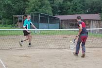 Mezi deset disciplín Oujezdského desetiboje patřil například tenis, ten se ovšem hrál s molitanovými míčky na tzv. líný tenis