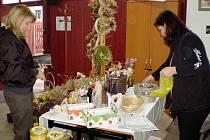 FARMÁŘSKÉ TRHY. Při jejich premiéře v Tachově si mohli zákazní vybrat ze široké nabídky výrobků.