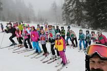 Děti ze Sokola zakončily lyžařskou sezónu závodem a karnevalem.