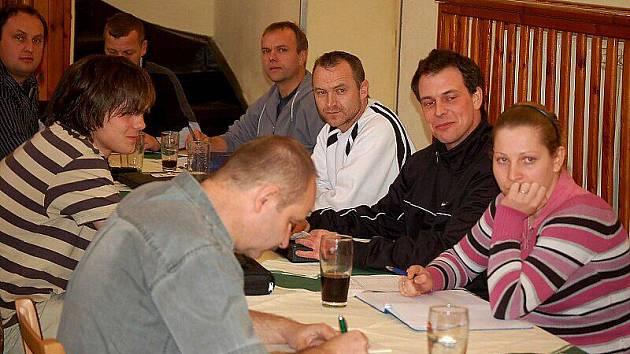 V lomském kulturním domě se na předjarním semináři sešli fotbaloví rozhodčí okresu Tachov