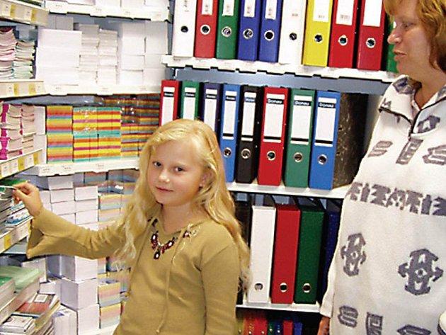 PROBLÉM? Pořídit sešit či učebnice nebývá pro rodiče zdaleka tak složité jako vybrat kvalitní aktovku