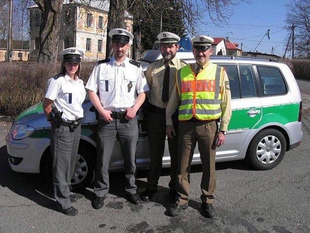 Společná hlídka českých a bavorských policistů v Broumově.