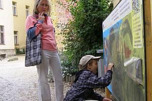 Sedm dětských hřišť doplnily nově interaktivní tabule