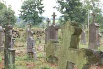 V Domaslavi byla zahájena oprava tamního hřbitova