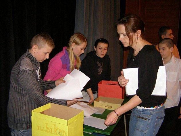 Děti z druhého stupně tachovské Základní školy Zárečná mají za sebou školní kolo.