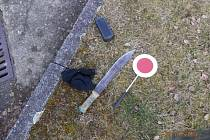 Mačeta, se kterou 42letý muž hrozil v ulici U Penzionu v Tachově