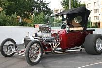 NADUPANÍ KRASAVCI. Podobná retro vozidla se silnými motory se představí divákům na Auto Moto Párty na kříženeckém letišti. Budou úplnou programovou novinkou.