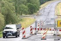 Most přes Kosí potok v Caltově bude nově opraven. Opravu zaplatí kraj.