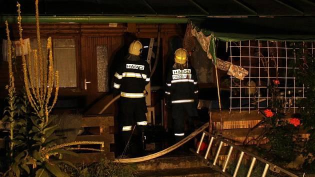 Při požáru chatky u Regentu vznikla škoda 30 tisíc korun.
