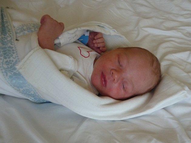 Na Silvestra v 9:45 se v Mulačově nemocnici narodil Lukáš (3,05 kg, 48 cm). Ze svého prvorozeného chlapečka se radují maminka Hana Ardeleanová a tatínek Petr Valečka z Lomu u Tachova.
