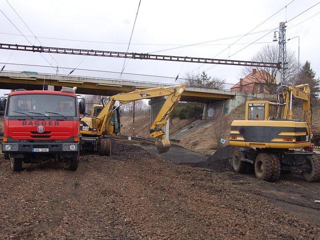 Optimalizace železniční trati mezi Plzní a Chebem se dostala do Plané.