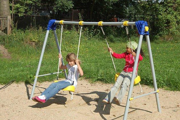 NOVÉ HOUPAČKY sklidily veliký úspěch. Děti na ně zezačátku dokonce stály frontu.