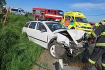 V neděli večer došlo k vážné dopravní nehodě, která skončila smrtí řidiče jednoho z vozidel.