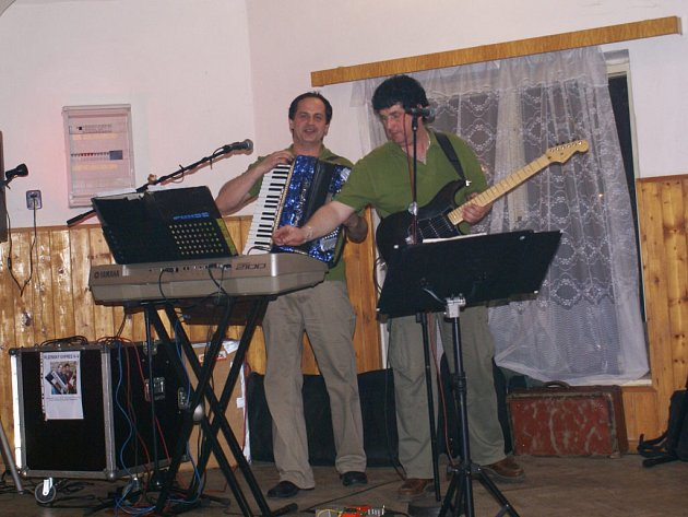Sbor dobrovolných hasičů ze Starého Sedliště pořádal v sobotu večer v restauraci Na Zavadilce taneční zábavu.