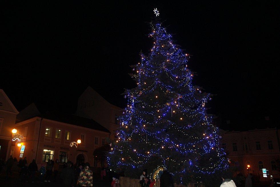 Rozsvícení vánočního stromu v Tachově.