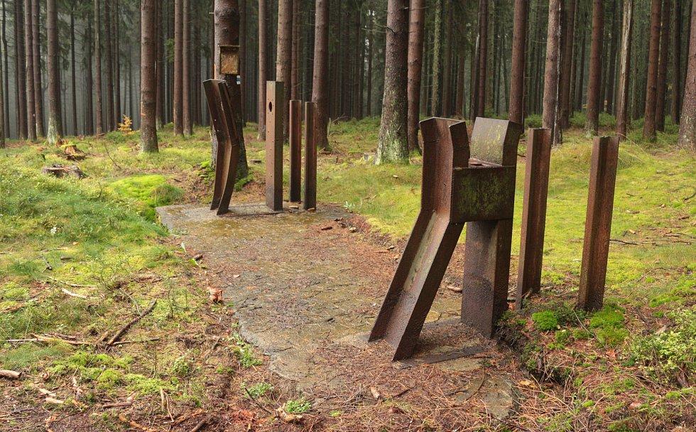 Závora Ippen, z roku 1938, která nikdy nebyla použita. Tento typ překážky vyráběla firma Alfréd Ippen z Hradce Králové a na Tachovsku je jediný dochovaný unikát (bez tyče).