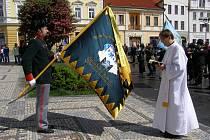 novému praporu požehnal lord biskup anglikánské církve Dr. Edvin Wagner
