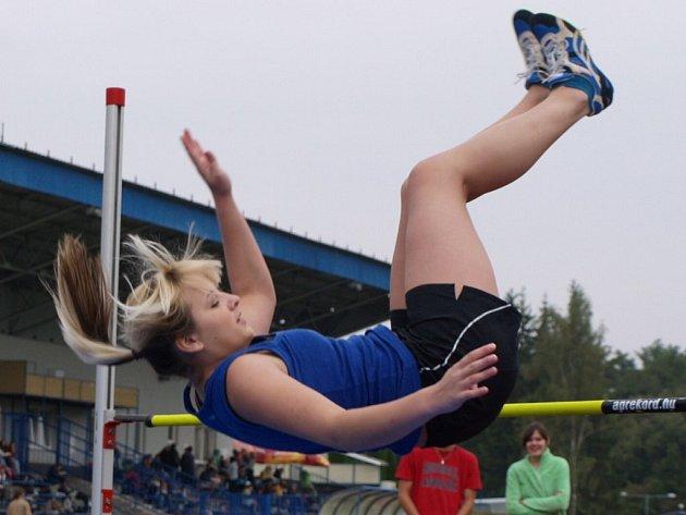 Vlaďka Herlíková, která soutěžila ve skoku do výšky na tachovské Gymnaziádě