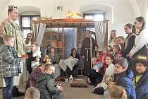 Betlémský příběh odehrály děti v muzeu.