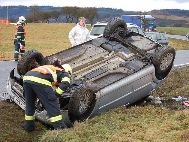 Nehoda nedaleko Chodové Plané.