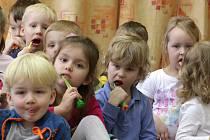O tom, jak správně pečovat o zuby, se dověděli předškoláci i mladší děti.