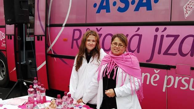 """""""Růžový autobus"""" přijel také do Tachova."""