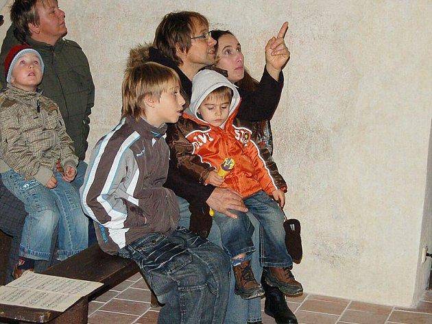 Desítky návštěvníků přivítal naposledy v letošním roce v pátek večer zámek v Boru.