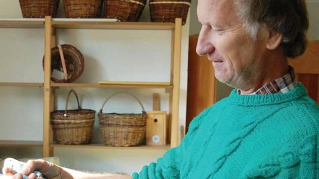 Vladimír Švejda z Plané chová exotické ptactvo už třicet dva let.
