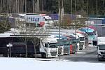 Pondělní kolony na D5 na hranicích s Německem v Rozvadově.