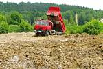 Povinností firmy Ister je rekultivace bývalého dobývacího prostoru. Proto, i přes udělení pokuty, nechává dál nákladními vozy zavážet vytěžené území .