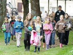 Přes osm desítek dětí z česka i zahraničí tráví prázdniny ve westernovém letním táboře nedaleko Svojšína.