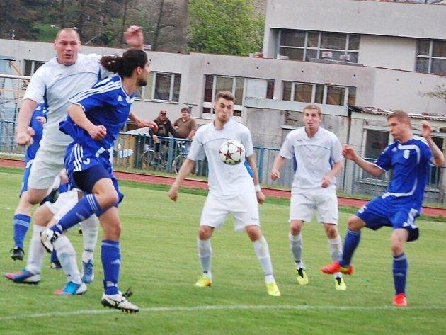 Ve 23. kole fotbalové divize vyhrál favorizovaný Tachov s předposlední Sušicí jen 3:2.