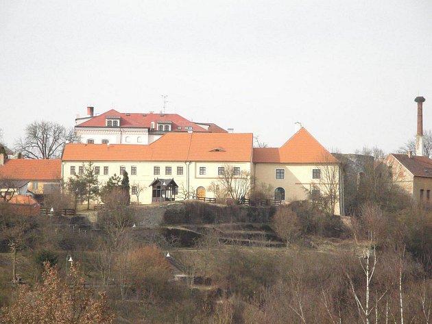 Pohled na minoritský klášter, dnes Městské muzeum Stříbro, které v sobotu umožní prohlídku zrekonstruovaných prostor.