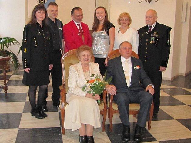 Marie a Karel Neubergerovi ze Stříbra oslavili zlatou svatbu.