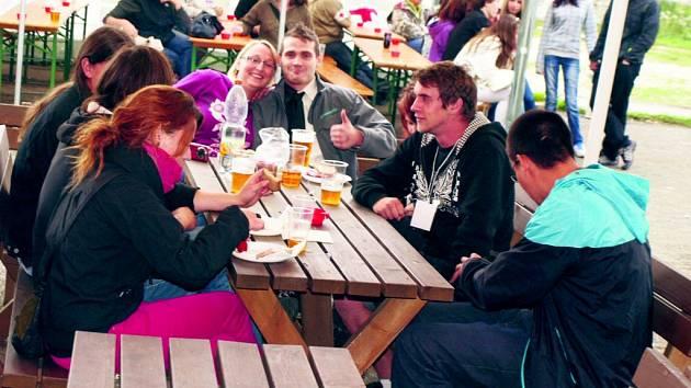 Účastníci tachovského festivalu Ještě jeden fest.