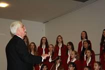 Tradičním vánočním koncertem završil letošní rok Tachovský dětský sbor.