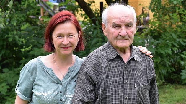 Jan Sláva životní optimismus nikdy neztratil. Na snímku se svojí vnučkou Janou.