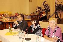Hostem na pravidelné schůzce zdravotně postižených Tachov – západ byl poslanec Václav Votava (vlevo).