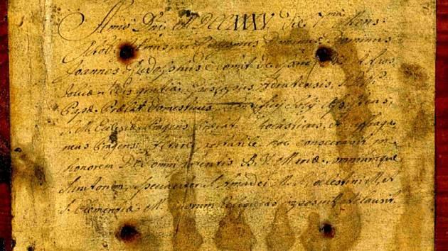 V sulislavském kostele sv. Vavřince došlo na restauraci oltáře. Během ní byla nalezena destička s latinským textem.