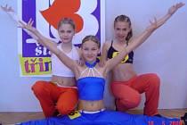 Do finále Miss aerobik 2008 se probojovalo pět tachovských dívek. Na snímku finalistky kategorie kadet. Zleva  Sabina Bučanová, Daniela Radikovská a Kateřina Mrázová.